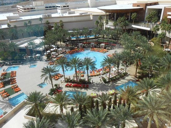 Red Rock Casino Resort & Spa : The pools at the Red Rock Resort