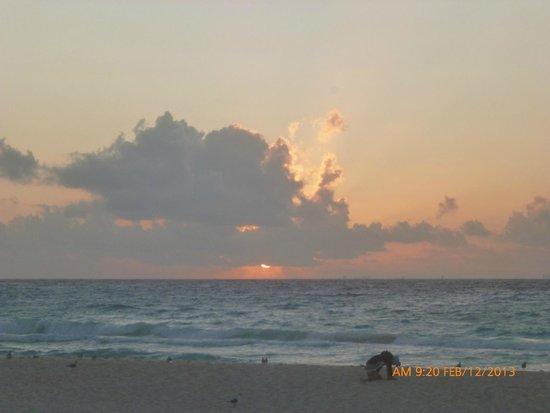 Sandos Playacar Beach Resort : ESPECTACULAR AMANECER EN PLAYA DEL HOTEL...
