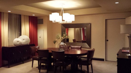 Sheraton Grand Phoenix : Dining area of main room