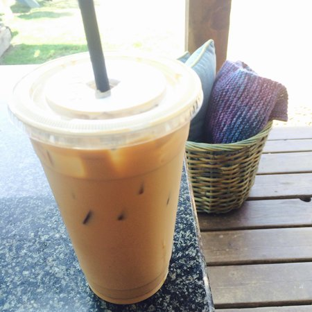Sleepy Monk Coffee Roasters: Iced vanilla latte