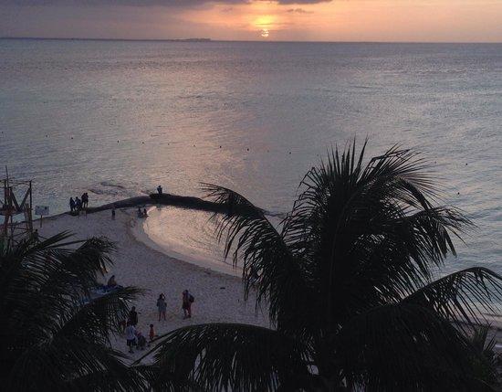 Ixchel Beach Hotel : Sunset