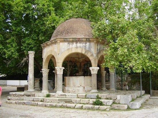 Hippocrates Tree: The Ottoman ablution fountain in front of the Plane Tree of Hippocrates