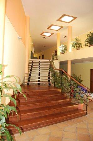 Hotel Encumeada : Stairway to more rooms
