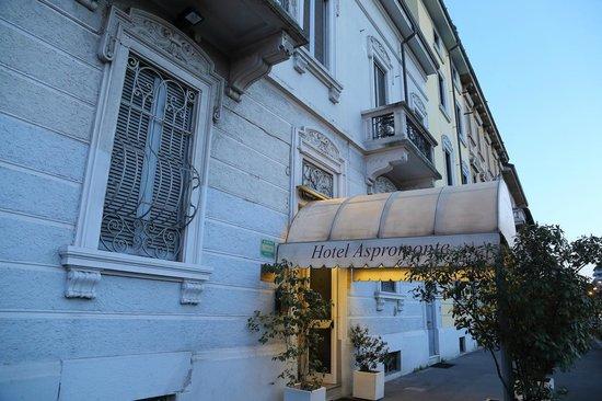 Aspromonte Hotel: ホテルのエントランス