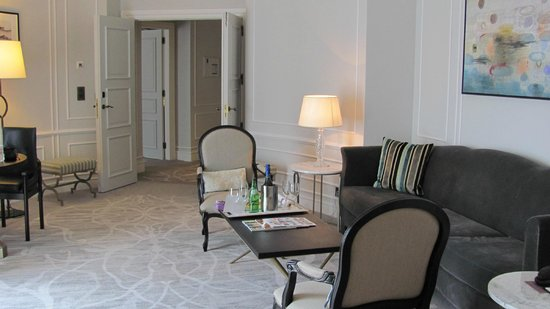 Hotel Maria Cristina, a Luxury Collection Hotel, San Sebastian: Living Room area in our suite