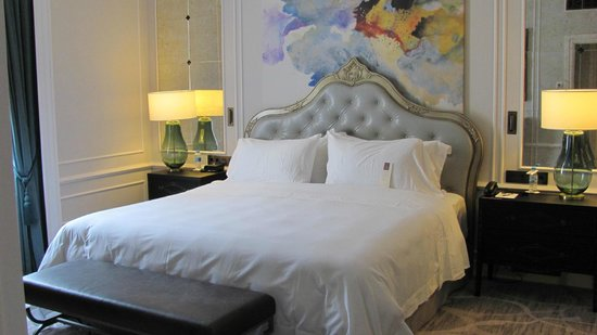 Hotel Maria Cristina, a Luxury Collection Hotel, San Sebastian: Bedroom in our suite