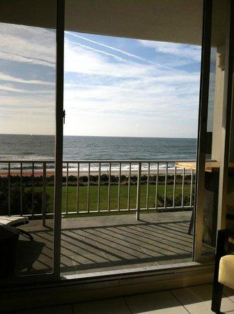 Blockade Runner Beach Resort: Beachfront with balcony