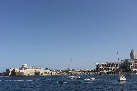 Corinthia Hotel St. George's Bay: Plenty of watersports going on