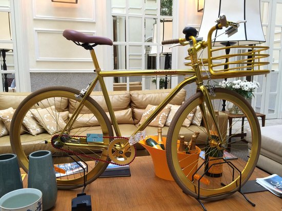 Only YOU Boutique Hotel Madrid: Cool bike in the lobby area.
