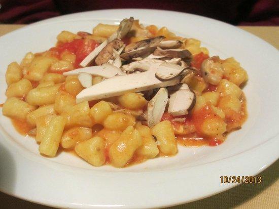 La Gioconda: Gnocchi with porcini and tomatoes