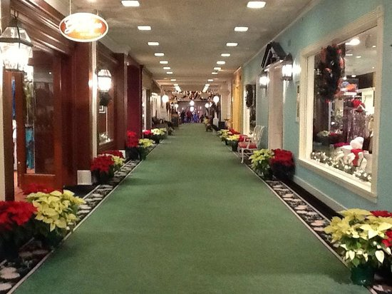 The Greenbrier: Shopping area