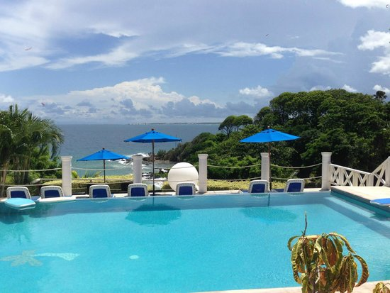 Bacolet Beach Club: Infinity Pool overlooking the Beach