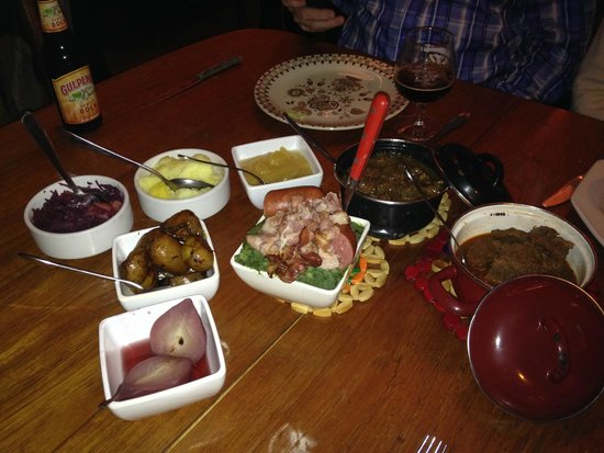 Mothers : Hearty, delicious Dutch dinner at Moeders . . .
