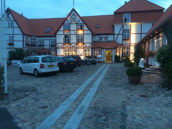 Hotel Kirstine: Evening picture.