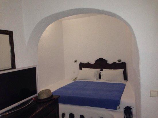 Porto Fira Suites : Open bed room
