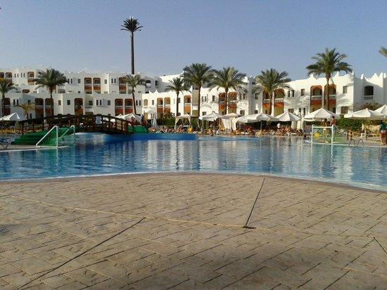 Sunrise Diamond Beach Resort : Pool wiew
