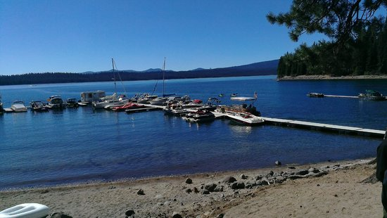 Hoodoo's Crescent Lake Resort: View of the dock and lake