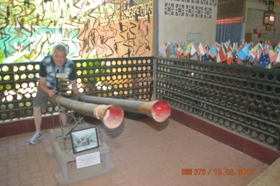 Palawan Special Battalion WW2 Memorial Museum: Hubby enjoy some of the exhibition.
