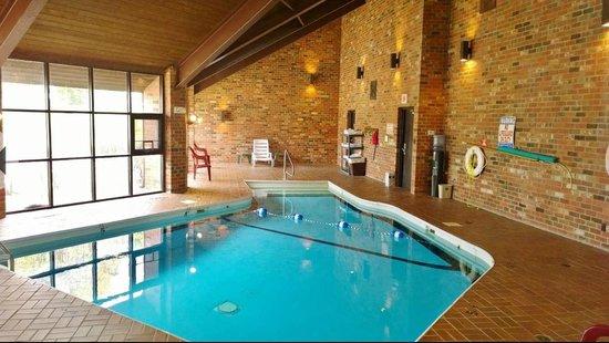 Baymont Inn & Suites Normal Bloomington: Indoor Pool