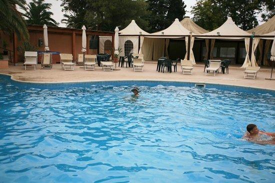 Hotel Califfo: Бассейн при отеле