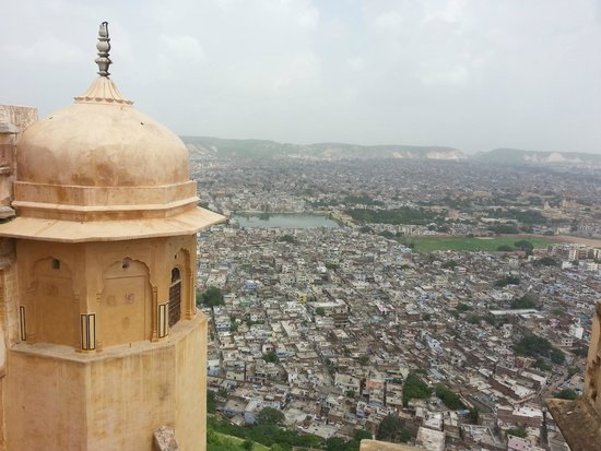 Nahargarh Fort: The best fort for a hangout.