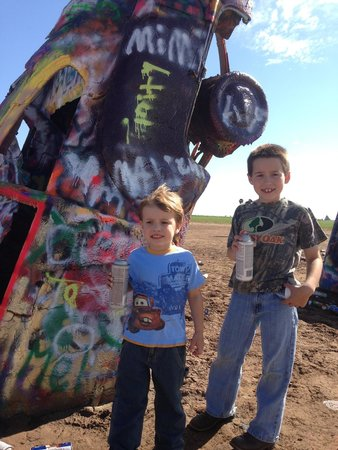 Cadillac Ranch: Kids love paint