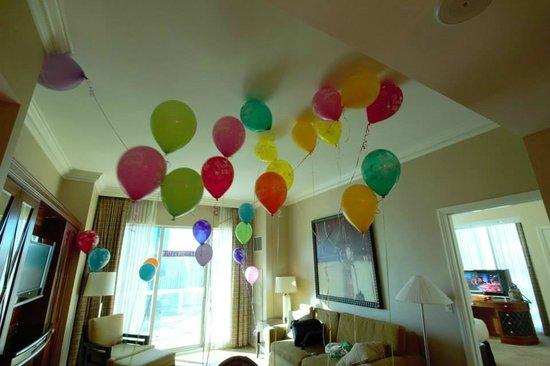 Signature At MGM Grand Birthday Balloons