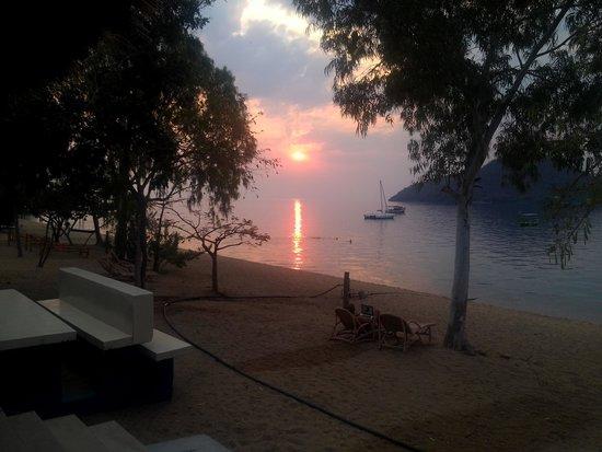 Thumbi View Lodge: sunset