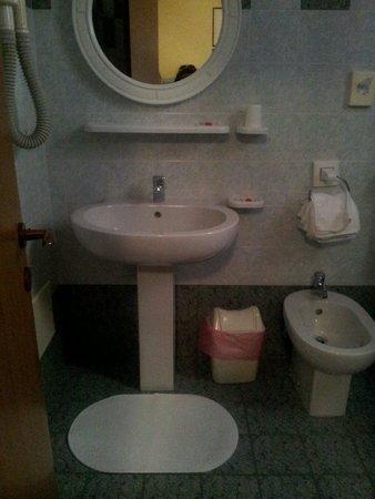 Hotel Rosa: bagno 1/2