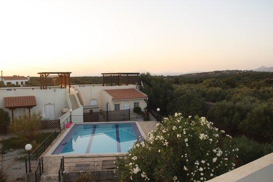 Drapanos, Griekenland: Vue de la terrase vers la piscine