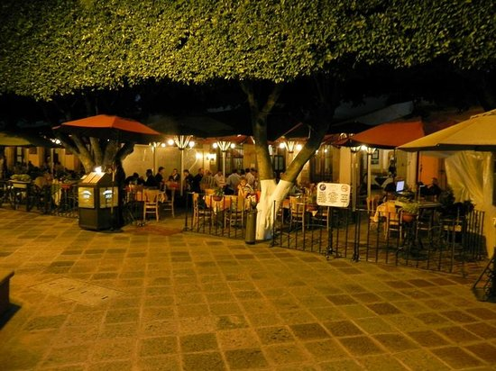 Restaurante  Bar 1810: Restaurant from Plaza