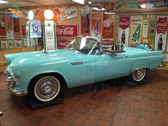 Gary's Barbecue: Classic car on display