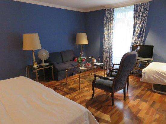Victoria Jungfrau Grand Hotel & Spa: Superior Junior Suite: Large and beautiful
