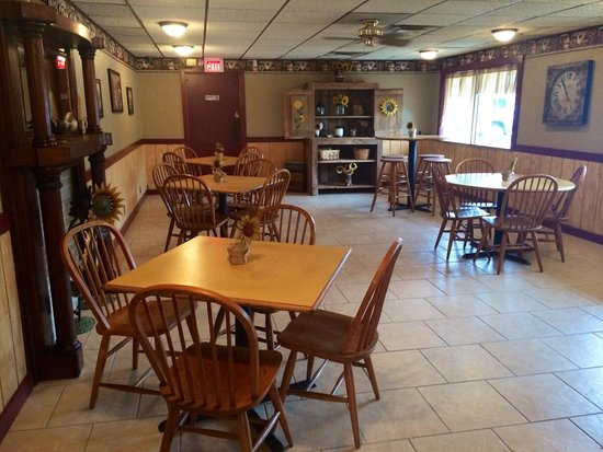The Country Edge Motel: Breakfast Room