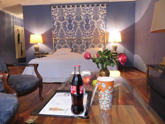 Victoria Jungfrau Grand Hotel & Spa : Superior Junior Suite: Large and beautiful