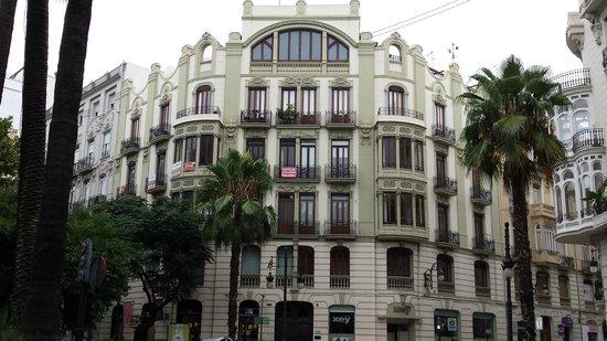 Hotel Sorolla Centro: An impressive building