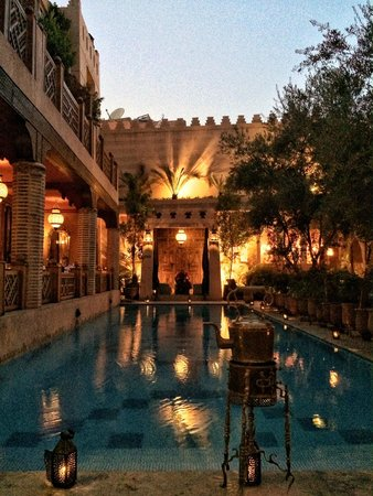 La Maison Arabe : Picture of the pool from our dinner table.  Beautiful.