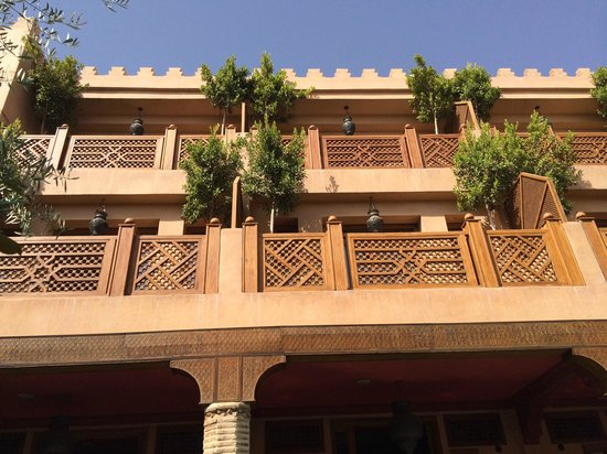 La Maison Arabe : Balconies of some rooms from the pool area.