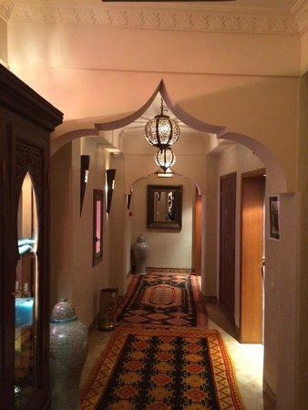 La Maison Arabe : Hallway leading to our room.