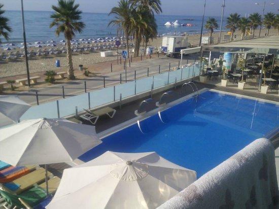 Allon Mediterrania Hotel : Vista de la piscina/playa desde habitación