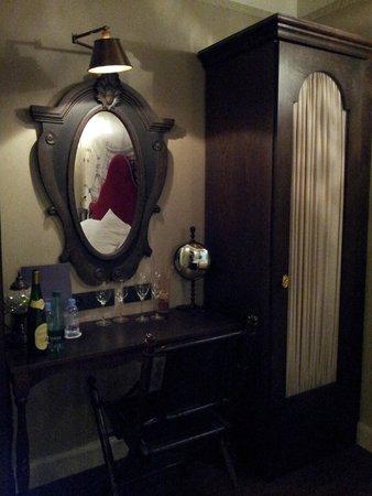 gediegene Möbel - Bild von Hotel Da Vinci & Spa, Paris ...