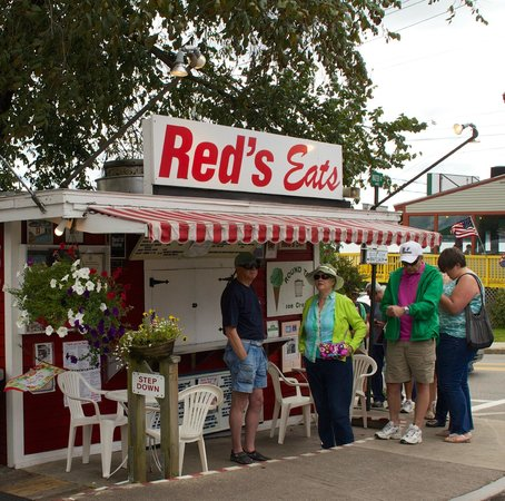 Red's Eats: Waiting...