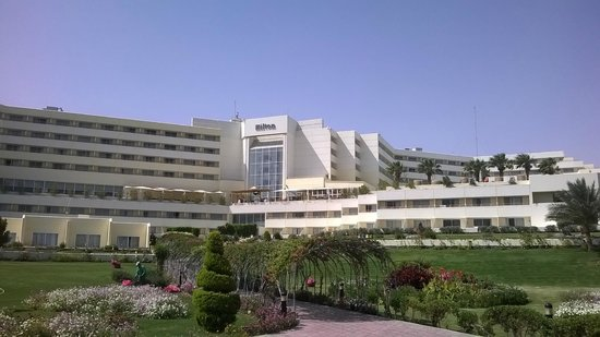 Hilton Hurghada Plaza : la struttura dalla spiaggia