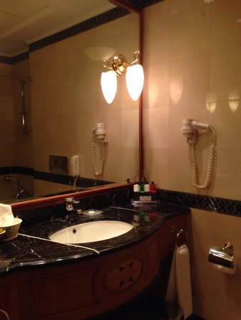 Sofia Hotel Balkan, a Luxury Collection Hotel : Bathroom
