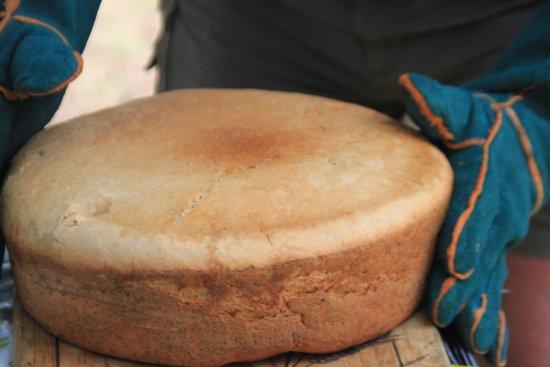 Zikomo Safari Camp: baking potbread at the campsite