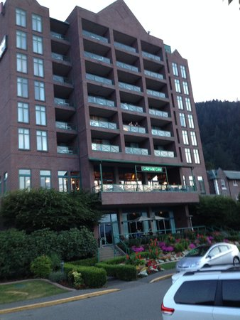 Harrison Hot Springs Resort & Spa: the hotel