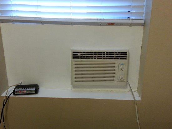 Knights Inn Toronto: window ledge to place clock radio?