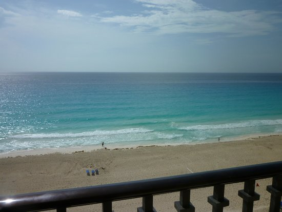 Marriott Cancun Resort: view from balcony