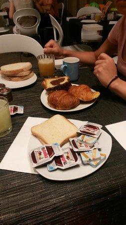 BEST WESTERN Premier Hotel Royal Santina: view breakfast