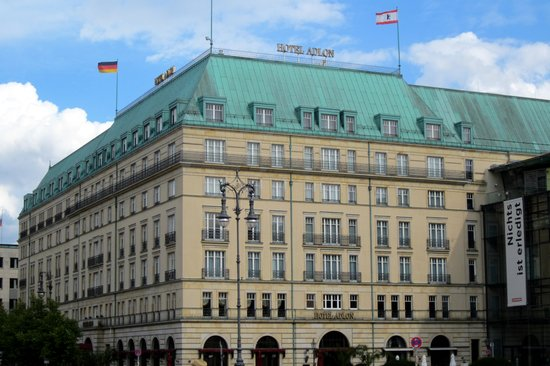 Hotel Adlon Kempinski : The Adlon from Pariser Platz